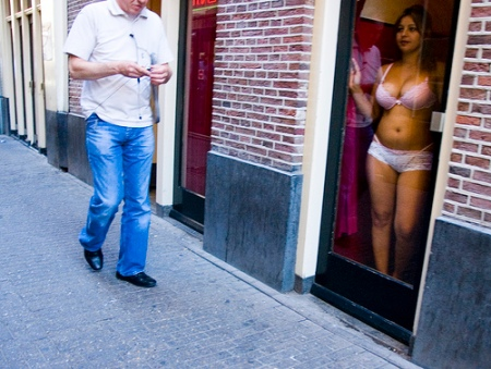 amsterdamprostitute-red-light-district-girl