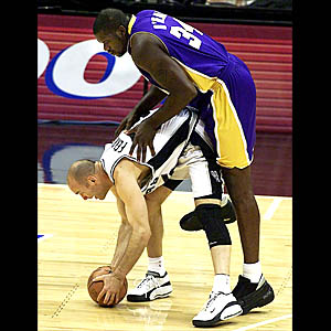 BKN-LAKERS-SPURS-ONEAL FOUL